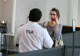 Illustration for article titled Amanda Peet Negotiates Issue Of National Security