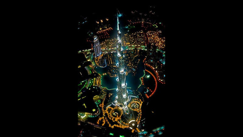 Illustration for article titled The World's Tallest Building Looks Badass From A Helicopter