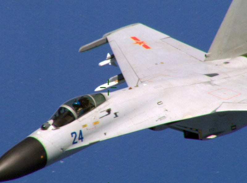 Illustration for article titled Chinese Su-27 Fighter Jet Did A Barrel Roll Over A USN P-8