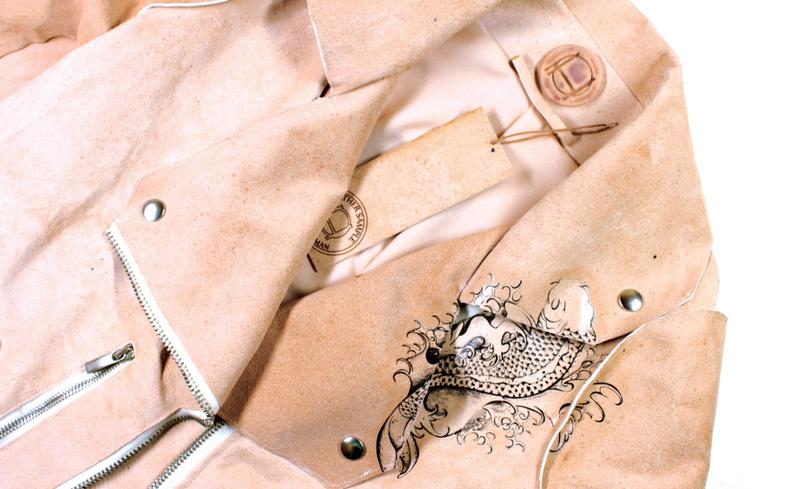 Illustration for article titled ¿Llevarías una chaqueta de piel humana cultivada en laboratorio? Esta artista cree que es posible
