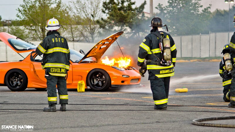 Illustration for article titled Mazda RX-7 Burnout: Fire Photos