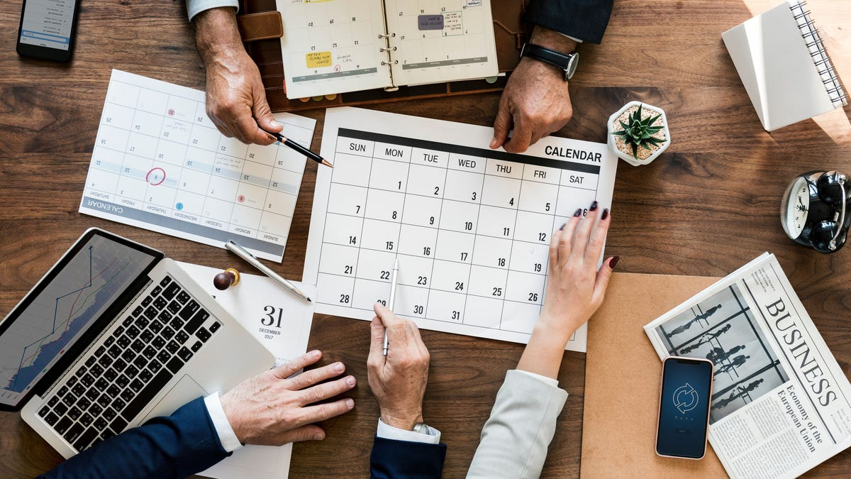 lifehacker.com - Alicia Adamczyk - What to Do With Your Money in 2019 According to Financial Advisors