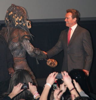 Illustration for article titled And now, Arnold Schwarzenegger cordially shaking hands with the Predator