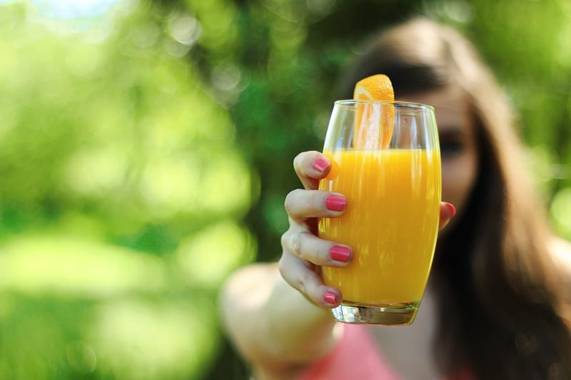 Illustration for article titled Por qué el jugo de naranja sabe tan mal justo después de habernos cepillado los dientes