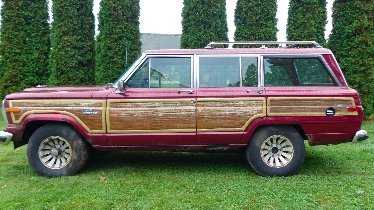 This $800 Jeep Grand Wagoneer Hasn't Run In 12 Years And