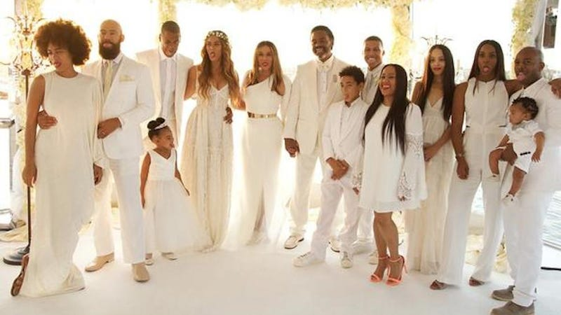 Illustration for article titled Let Tina Knowles' Wedding Photos Into Your Heart