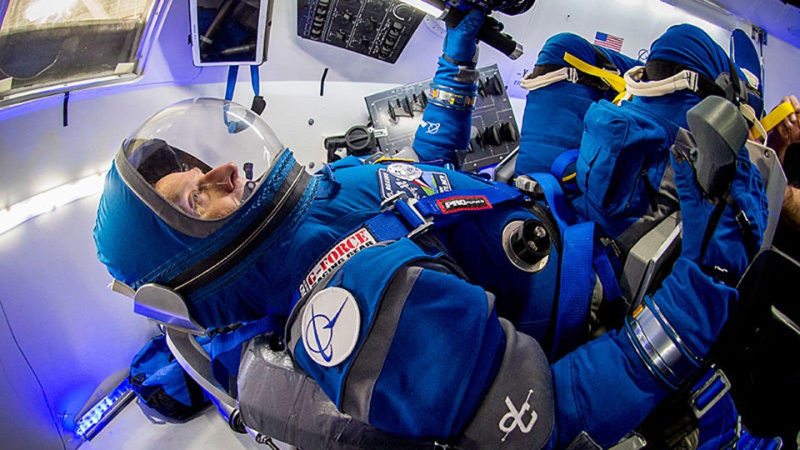 Los nuevos trajes de la NASA para sus astronautas parecen salidos de 2001: Una odisea del espacio