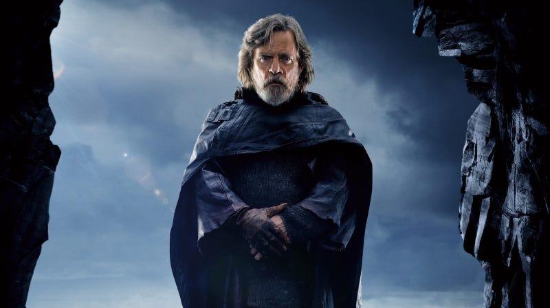 Illustration for article titled Mark Hamill cree que la muerte más inesperada de The Last Jedi es lo mejor que le podía pasar a la saga