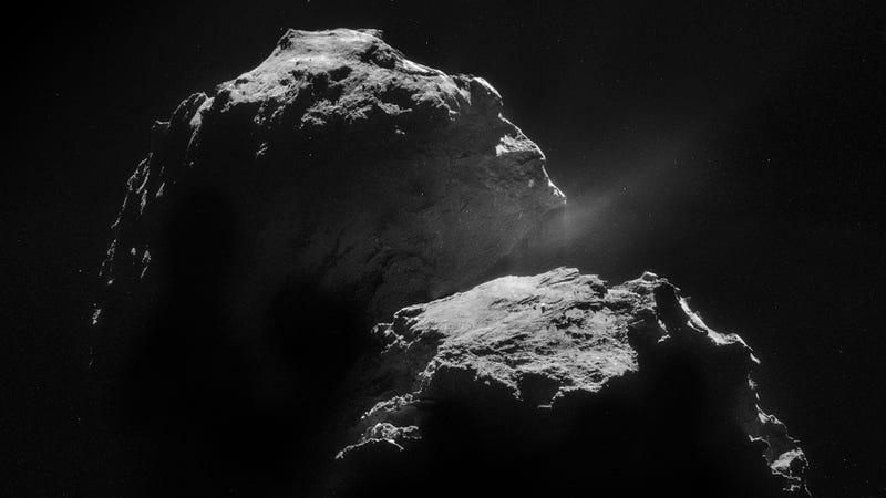 A glorious shot of of Comet 67P/Churyumov-Gerasimenko. (Image: ESA/Rosetta/NAVCAM, CC BY-SA 3.0 IGO)