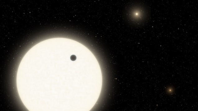 Rare Planet With Three Suns Has a Super Weird Orbit