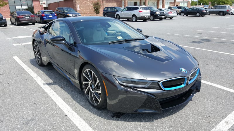 The first and only i8 that I've seen outside of a car show.