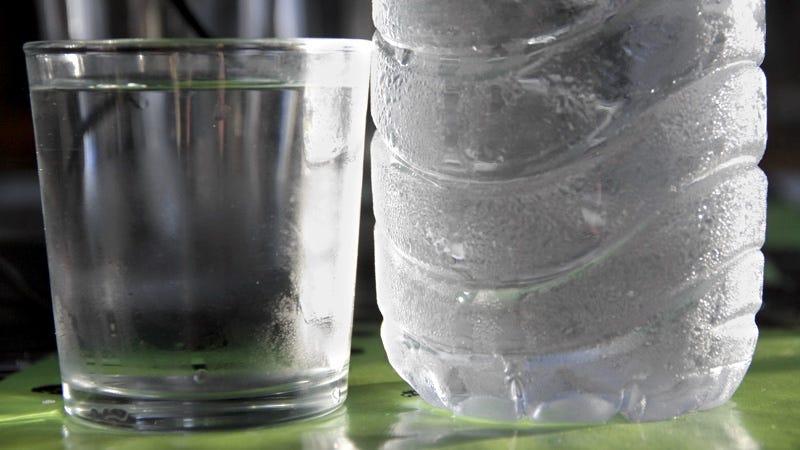 Cómo congelar una botella de agua en un instante
