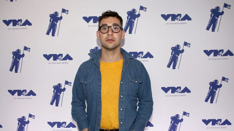 Illustration for article titled Jack Antonoff Says He Asked Label to Drop R. Kelly Several Times