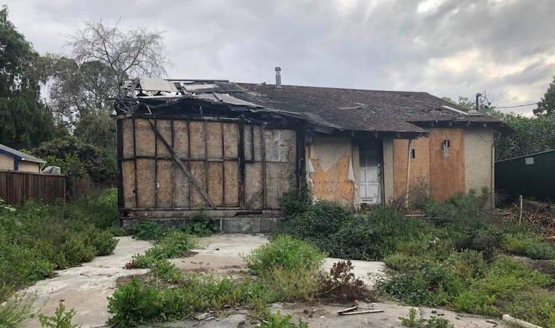 Illustration for article titled Por el módico precio de 800.000 dólares te puedes comprar esta casa incendiada en Silicon Valley