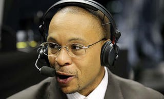 Illustration for article titled Gus Johnson Is Bad At Announcing Soccer Games