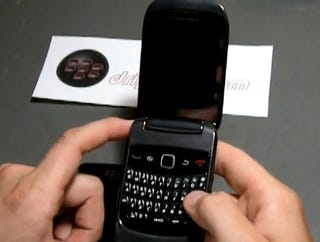 Illustration for article titled BlackBerry Clamshell 9670 and OS 6.0 Get Shown Off On Video