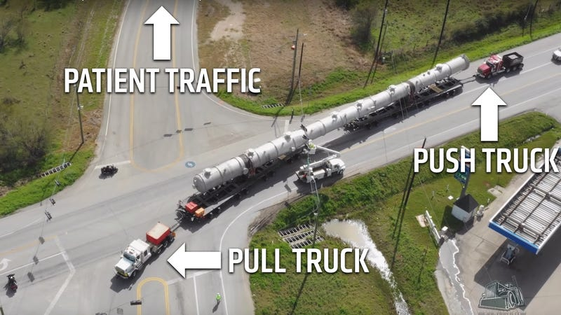 Illustration for article titled Towing a 294-Foot Trailer Through Small Town USA Looks Really Hard