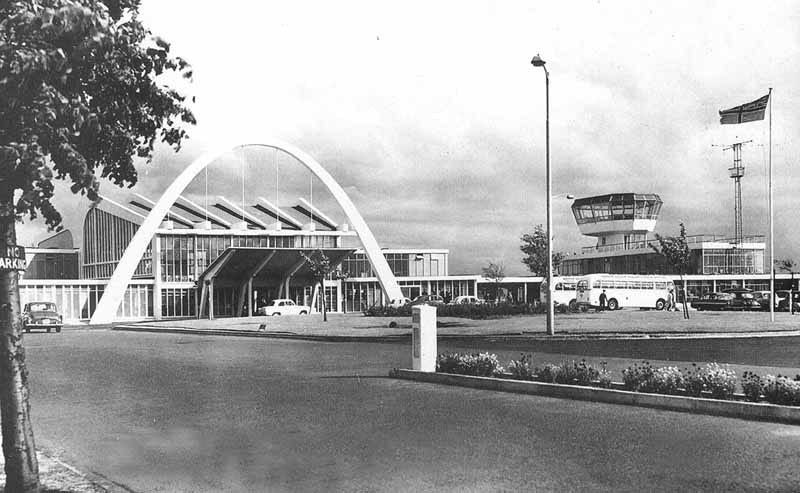 Illustration for article titled Glasgow's Old Airport Was Miles Better