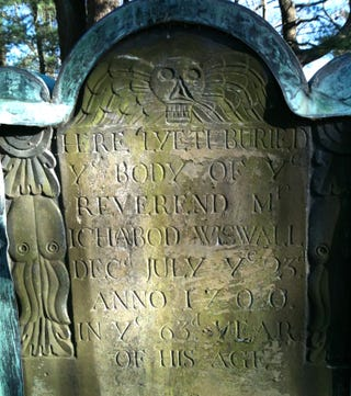 Illustration for article titled Why is Cthulhu on this 300-year-old gravestone?