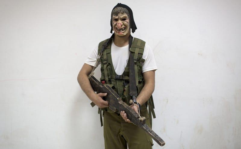 Illustration for article titled Armas y rituales: cómo se preparan en Israel para entrar en el ejército