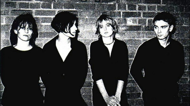 Illustration for article titled Elastica's debut stole from the best, embodying Britpop while staying punk