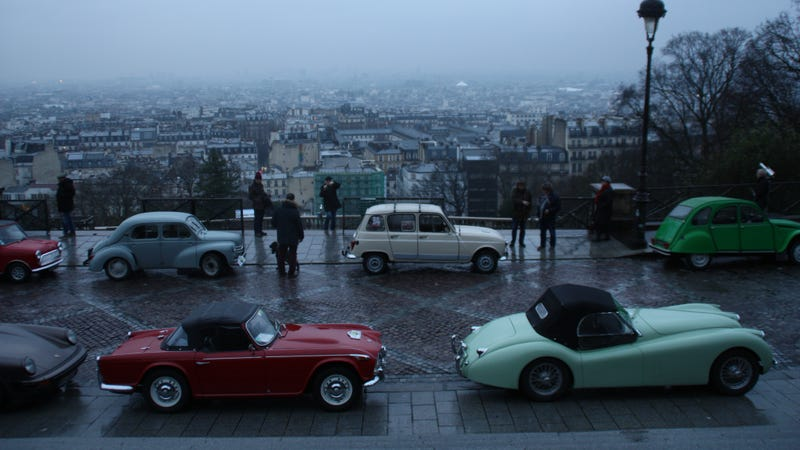 Illustration for article titled What it's like to drive across Paris with 700 classic cars