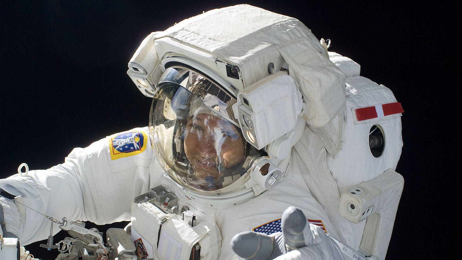 Your Kid Can Get Cool Stuff in the Mail From a NASA Astronaut
