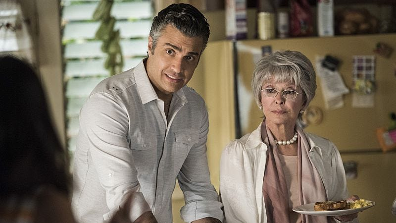 Illustration for article titled Rita Moreno returns to help Jane The Virgin explore mother/son dynamics
