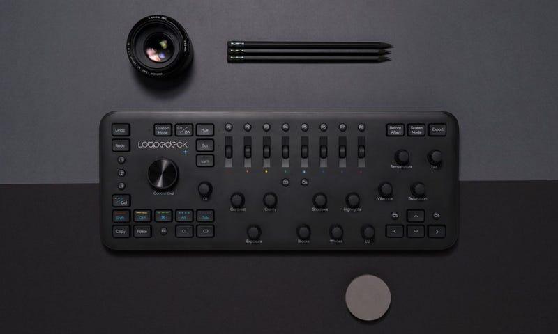 Illustration for article titled Esta consola con controles para editar fotos y vídeo es el teclado que no sabías que necesitabas