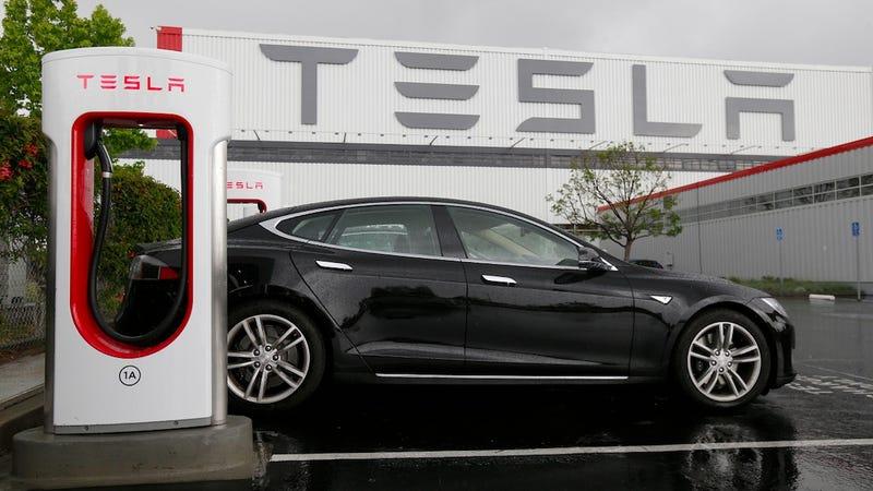 Los supercargadores de Tesla dejarán de ser gratuitos para nuevos clientes