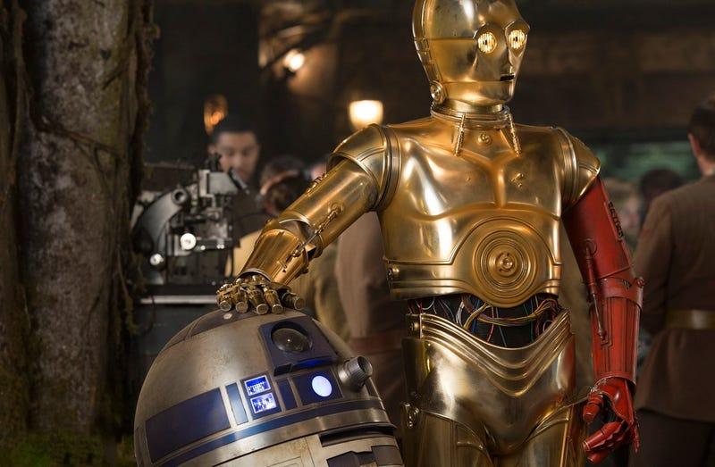 Illustration for article titled La verdadera razón de por qué el brazo de C-3PO era rojo en Star Wars: The Force Awakens