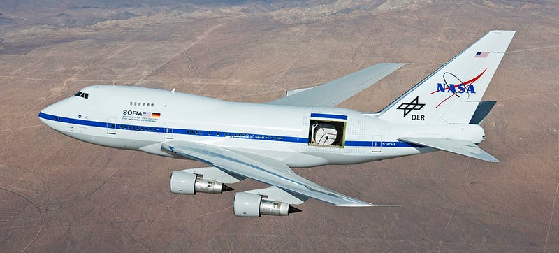 Illustration for article titled NASA's Stubby 747 Has A Big Telescope In The Back That Can See Pluto