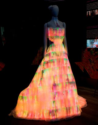 Illustration for article titled Beautiful Dress Made Out Of 24,000 LEDs