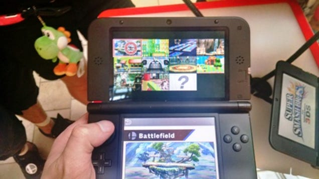 Photo of a Nintendo 3DS demo unit playing a beta version of Super Smash Bros. for Nintendo 3DS