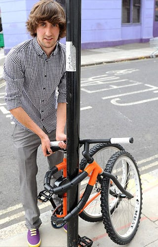 Illustration for article titled This Bendable Bike Can Tie Itself to a Lamp Post