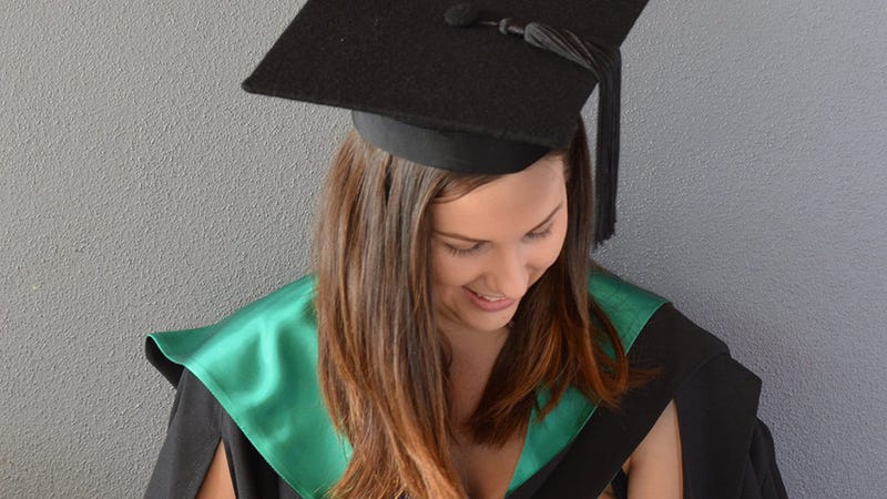 Illustration for article titled Woman Takes Photo Breastfeeding at Graduation, World Does Not End