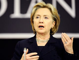 Illustration for article titled Hillary Clinton Wows Russians With Poignant Chekhovian Monologue