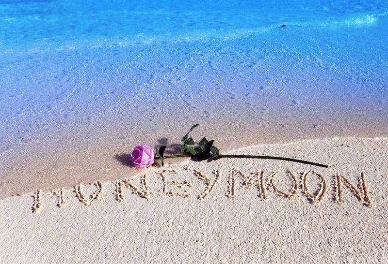 THUÊ XE CƯỚI ĐẸP + THUÊ XE ĐI TUẦN TRĂNG MẬT VỚI GIÁ ƯU ĐÃI NHẤT TỪ TRƯỚC ĐẾN NAY TẠI PHÚ MINH