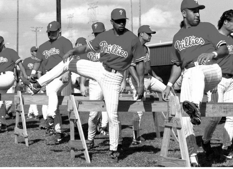 Danny Tartabull (center) works out shortly after reporting to spring training with the Phillies in 1997. Photo: Peter Muhly/AFP/Getty Images