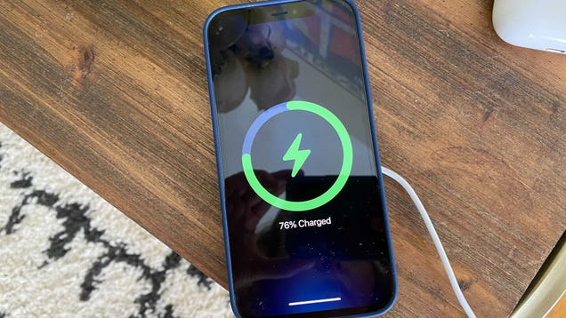 Apple Fixed the Most Annoying Thing About Wireless Charging, But MagSafe Isn t Perfect