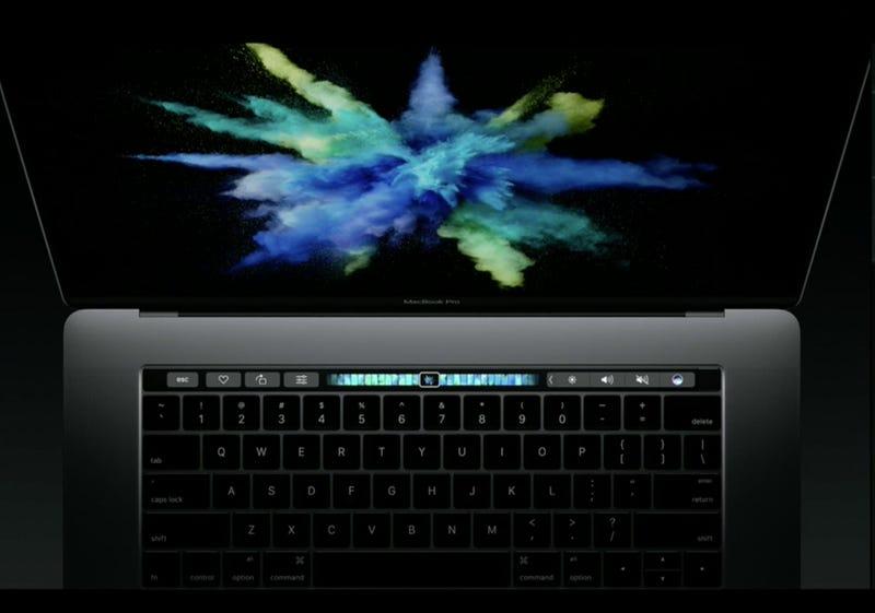 Illustration for article titled El nuevo MacBook Pro tiene una pantalla en el teclado que cambia según lo que necesites