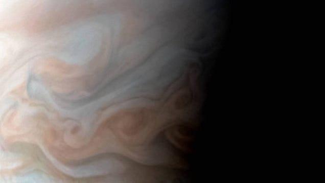 New Close-Up Image of Jupiter s Turbulent Region Is Breathtaking