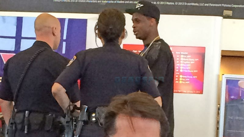 Illustration for article titled Geno Smith Intercepted By Cops, Booted Off Plane, Escorted Out Of LAX