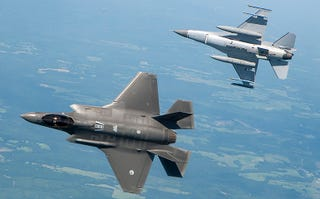 Illustration for article titled The F-35 Can't Beat The Plane It's Replacing In A Dogfight: Report