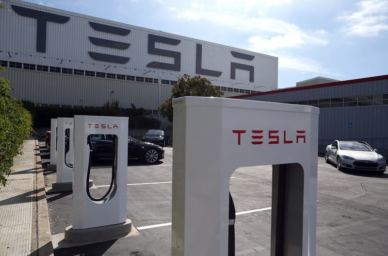 UAW Pushes To Unionize Tesla Factory As Company Expectations Rise