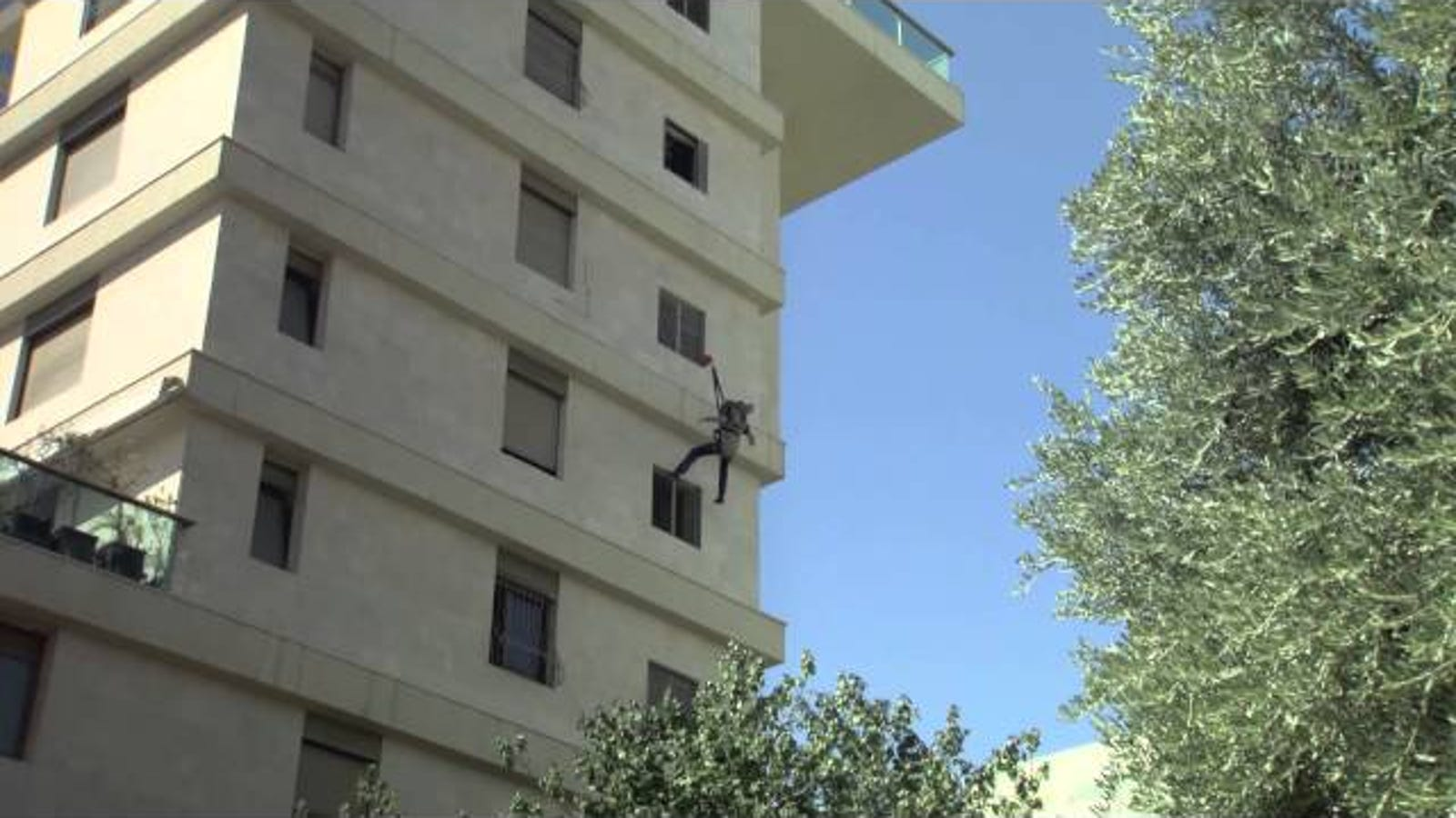 Jump Safely from Burning Buildings Wearing This Window Escape Pack
