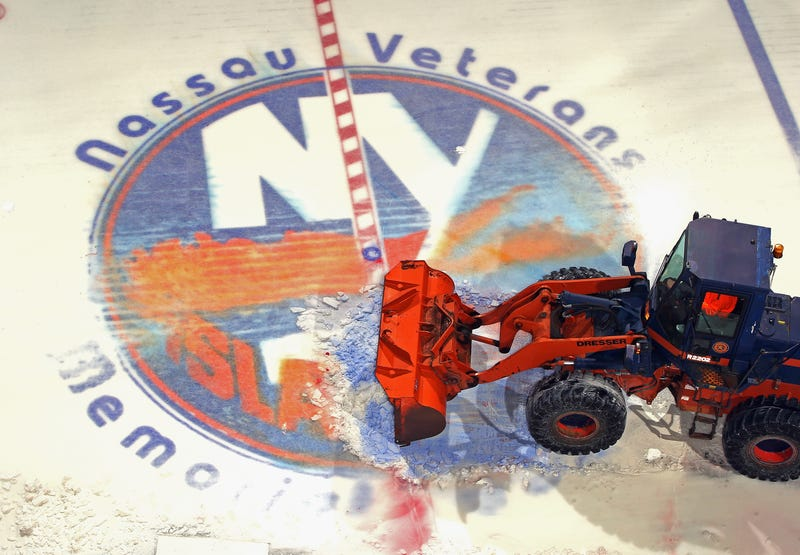 Illustration for article titled Photos: Nassau Coliseum Ice Removed For The Final Time