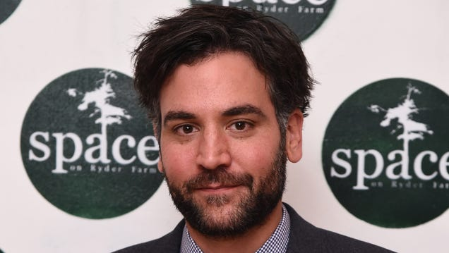 Everyone's Fighting Over How Big Josh Radnor's Deck Is