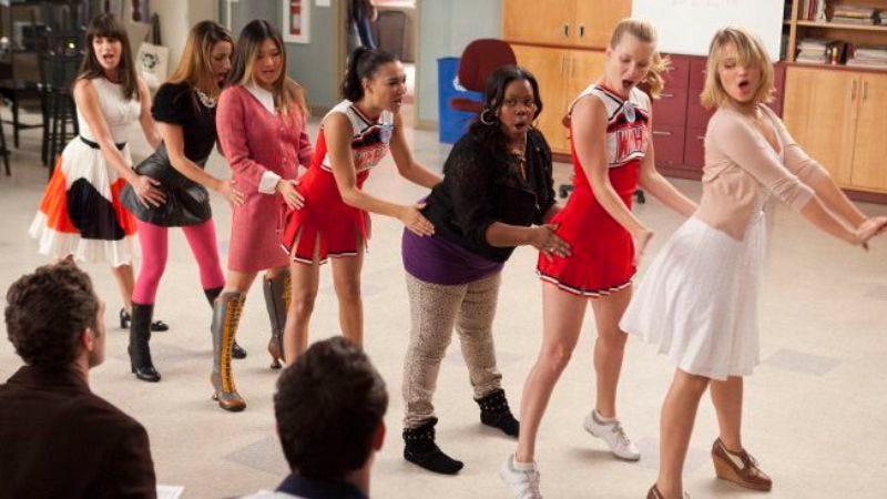 "Illustration for article titled Glee: ""I Kissed A Girl"""