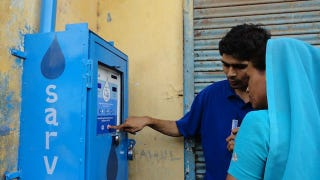 Illustration for article titled ATM in India Uses the Power of the Sun to Dispense Clean Water